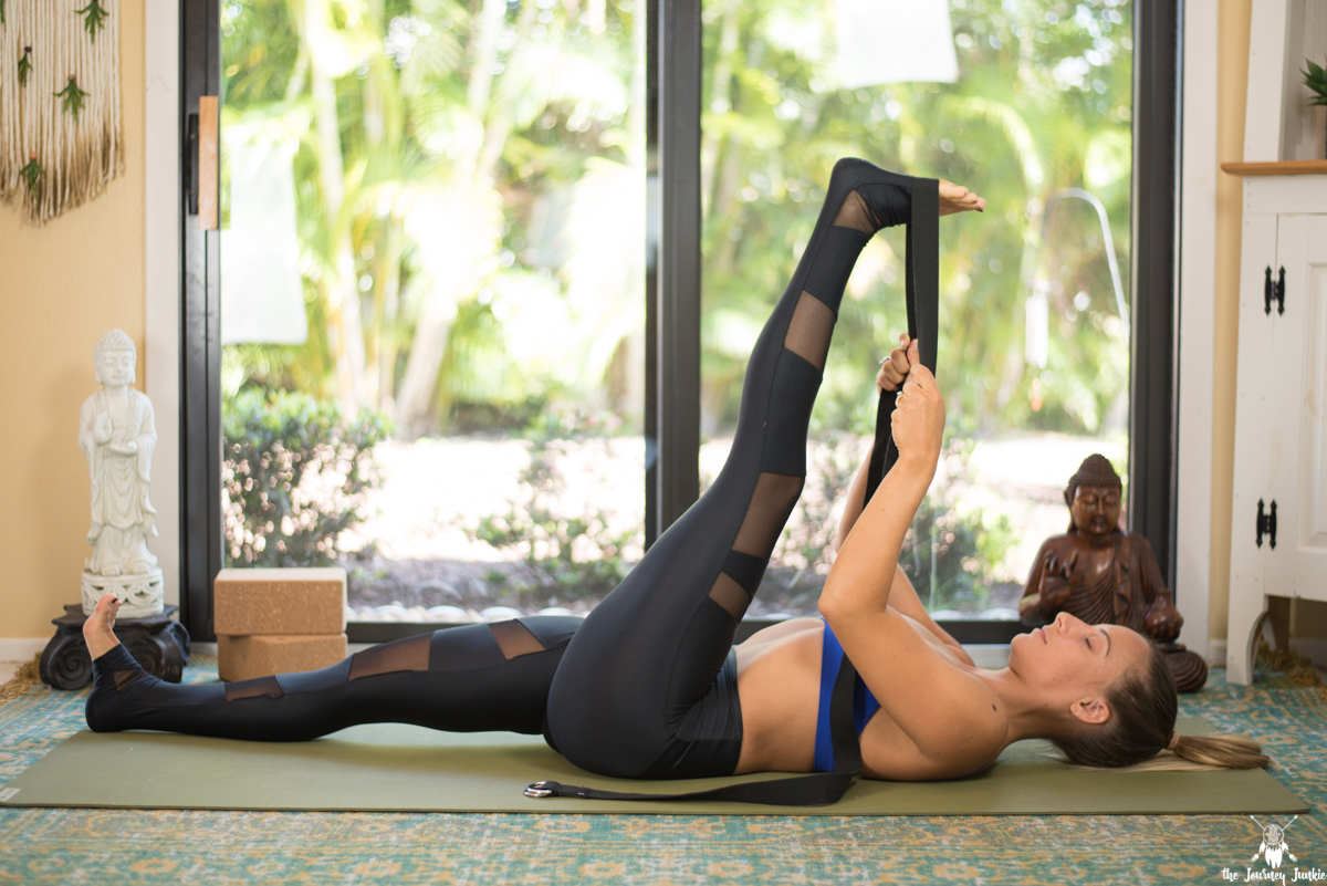 Side Plank Yoga Flow to Strengthen + Tone - Pin now, strengthen now, work on your side plank pose now!