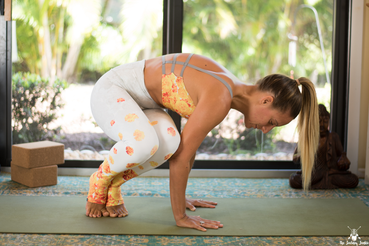 Arm Balance Yoga Flow: Twist + Strengthen into Side Crow Pose - Pin now, practice side crow pose now!